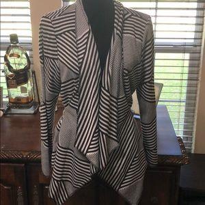 3/$15 Maggie Sweet Black & White Blazer Size PXL